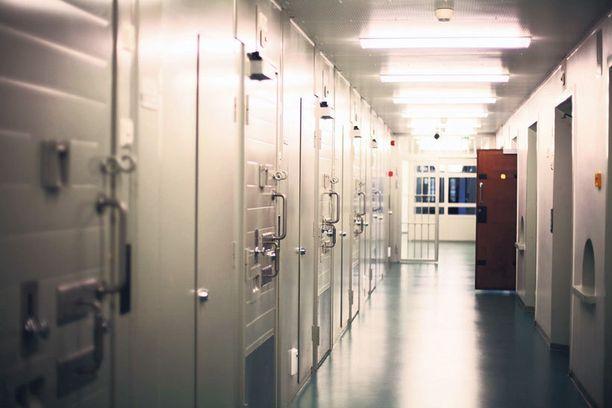 Riihimäen vankilassa tapahtui viime viikolla vankilaoloissa poikkeuksellinen henkirikos. Arkistokuva.