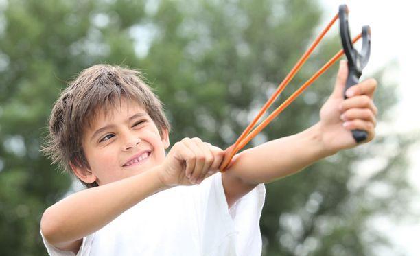Kuinka kannattaa puuttua vieraan lapsen tekemisiin?