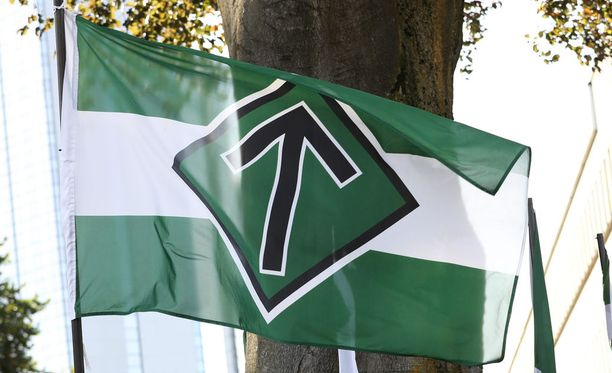Pohjoismaisen vastarintaliikkeen lippu liehui Helsingissä lauantai-iltapäivänä.