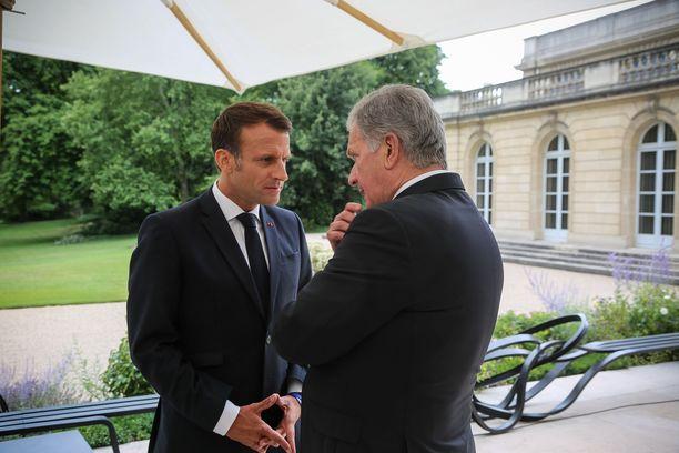 Presidentit Emmanuel cron ja Sauli Niinistö tapasivat sunnuntaina Pariisissa.