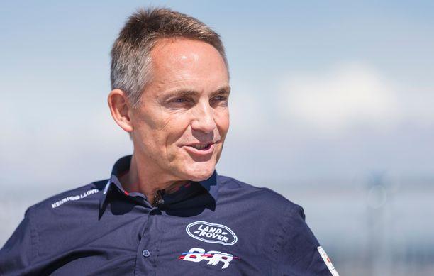 Martin Whitmarsh siirtyy Aston Martinin riveihin.