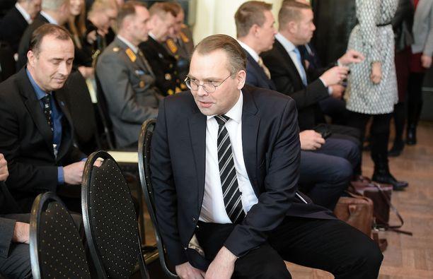 Jussi Niinistö kertoo olevansa hyvin tyytyväinen nykyisiin tehtäviinsä. Niinistö on puolustusministeri sekä perussuomalaisten ensimmäinen varapuheenjohtaja.