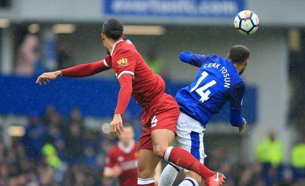 Sinipaitainen Everton oli lopussa lähellä rankaista lepsusti pelannutta Liverpoolia.