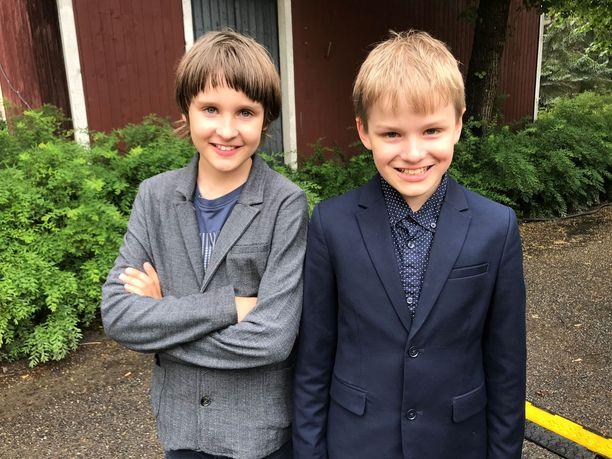 Arvo ja Pekka Rajala olivat pukeutuneet siististi rouva Haukion tapaamista varten.