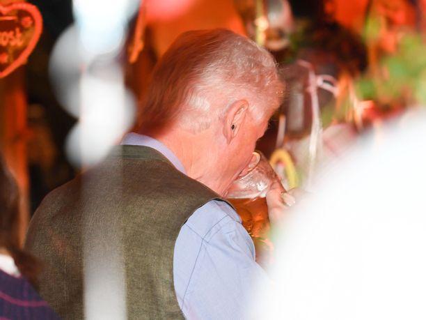Bill Clintonille maistui mallasjuoma olutteltassa Münchenissä.