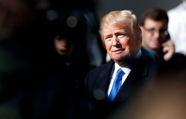 Hallinnon mahdollinen sulkeminen ei uutistoimisto AFP:n mukaan estäisi presidentin tulevaa matkaa Sveitsin Davosiin, Maailman talousfoorumiin.
