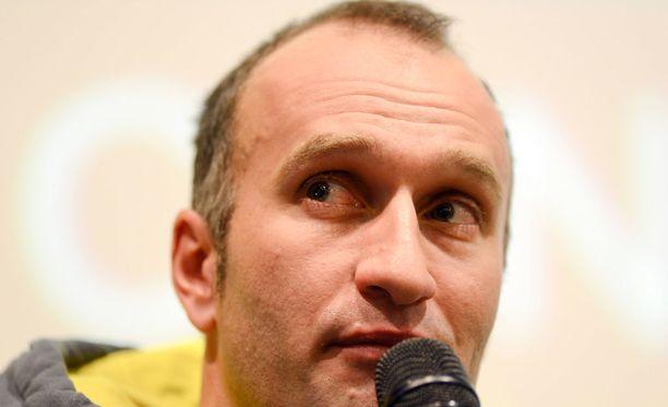 Gerhard Urain toimii Fischerin tallipäälikkönä.