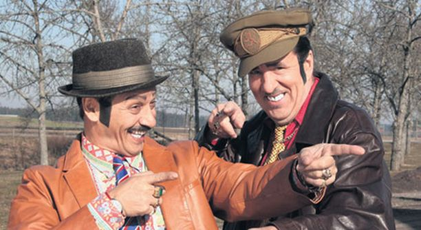TV 1:n Manne-tv on saanut osakseen runsaasti kritiikkiä paitsi romanien myös tv-kriitikoiden taholta.
