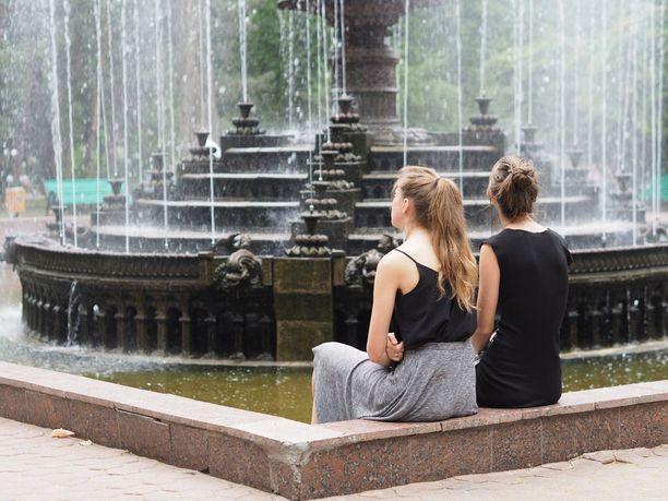 Suihkulähde Parcul Catedralei -puistossa.