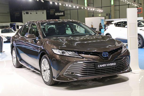 Toyota Camry on uutuus, joka korvaa jossakin määrin myynnistä poistuvan Avensiksen.