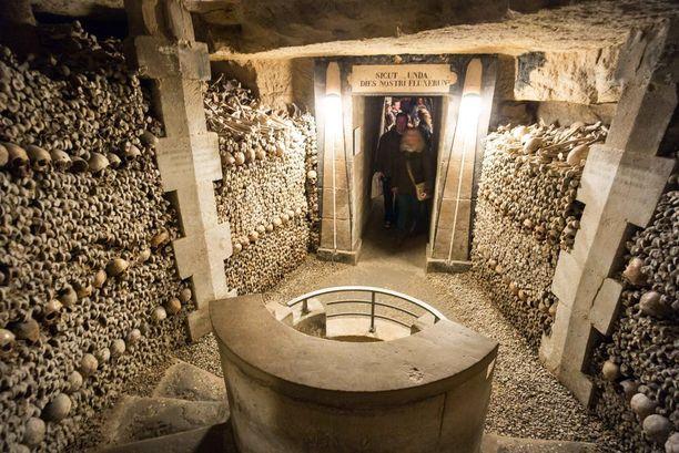 Pariisin katakombit ovat avoinna yleisölle kuutena päivänä viikossa. Maanantaisin ne on suljettu.