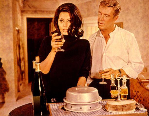 Sophia Loren elokuvassa Operaatio Jousi (1965)