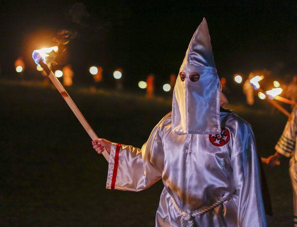 Ku Klux Klanin jäsen kuvattuna Georgiassa Yhdysvalloissa huhtikuussa 2016.