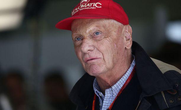 Mersun johtoportaaseen kuuluva Niki Lauda hermostui kolarista.