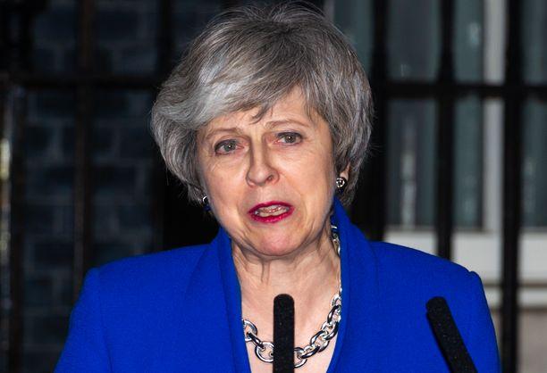 """Pääministeri Theresa May on kehottanut kansanedustajia asettamaan kansallinen etu ensimmäiseksi ja hoitamaan """"homma maaliin""""."""