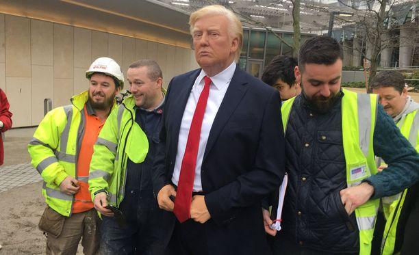 Viereisen rakennustyömaan työntekijät ilahtuivat korkea-arvoisesta yllätysvieraastaan.