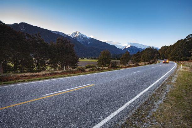 Mount Aspiringin luonnonpuisto on suosittu vaelluskohde, jossa vierailee vuosittain tuhansia ihmisiä.