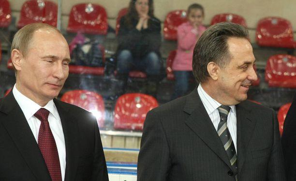 Vladimir Putin ylensi Vitali Mutkon (oikealla) varapääministeriksi.