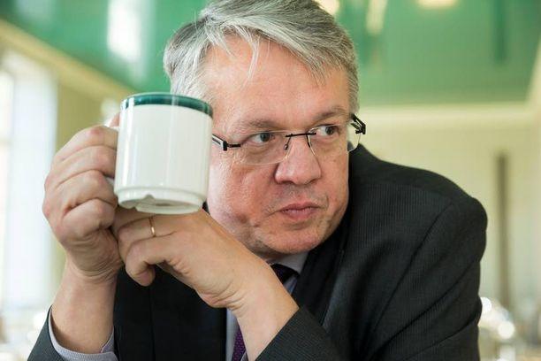 Keskustan hämäläisedustaja Juha Rehula, 51, voisi haluta sosiaali- ja terveysministeriksi, mutta todennäköisemmin häntä tarvitaan hallintovalio-kunnan puheenjohtajaksi.