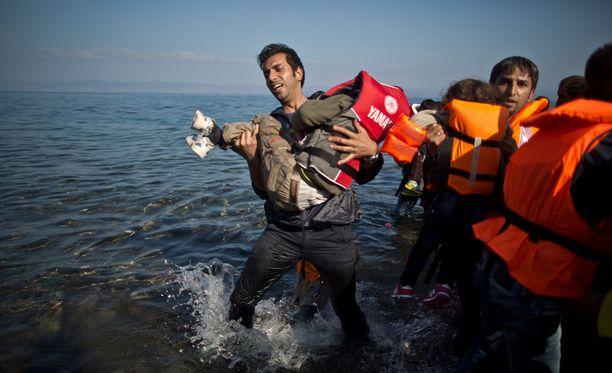 Välimerellä on kuollut tänä vuonna ainakin 2 980 ihmistä yrittäessään ylitystä Eurooppaan täpötäysissä ja joskus täysin merikelvottomissa aluksissa.