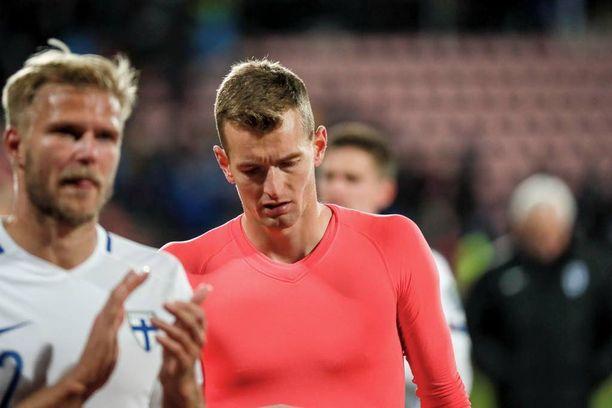 Lukas Hradeckyn ilmeestä paistaa tuska, jonka syy on syvemmällä kuin 0-1-tappiossa Kroatialle.