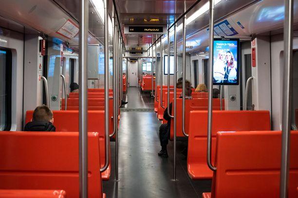 Huijaustapauksia on kaikkialla Suomessa ja Helsingissä toiminta on laajentunut myös metroon ja raitiovaunuihin.
