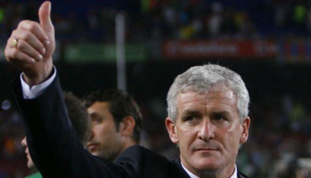 Mark Hughes kiitti faneja Manchester Cityn voitettua Barcelonan harjoitusottelussa Camp Noulla.