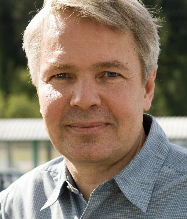 Pekka Haaviston mielestä valtio voi velvoittaa kansalaisia suorittamaan asevelvollisuuden tarpeen vaatiessa.