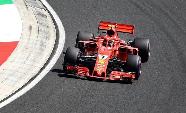 Kimi Räikkönen oli keskiviikkopäivän toiseksi nopein kuski Unkarin testeissä.