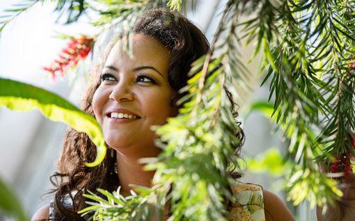 Tätä et tiennyt Temptation Island Suomi -kulisseista: Yöllisistä bileistä raportoi entinen Miss Suomi Lola Odusoga