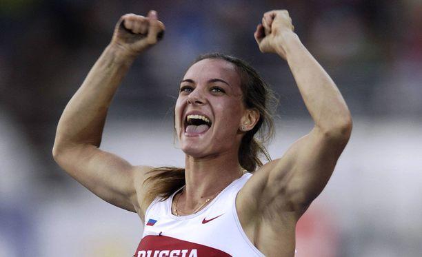 Kultaa! Isinbajeva tuuletti villisti maailmanmestaruuttaan Helsingissä vuonna 2005.