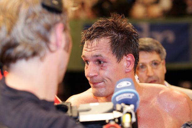 Amin Asikainen uransa ensimmäisen tappion hetkellä 2007.