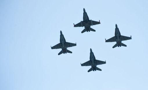 Hornetit tekivät seuraa venäläisille pommikoneille keskiviikkona.
