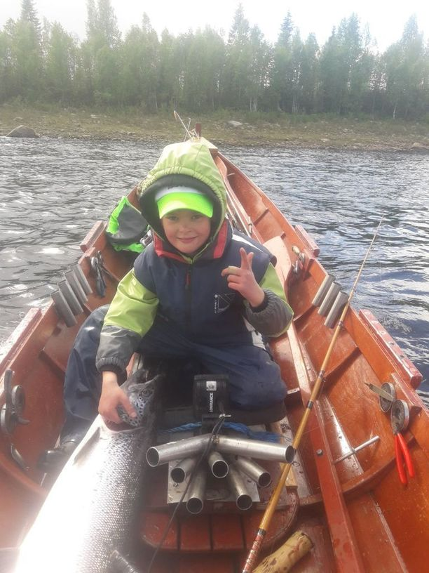 Jakella oli kala kiinni ennen kuin isä ehti virittää kaikkia vapoja.