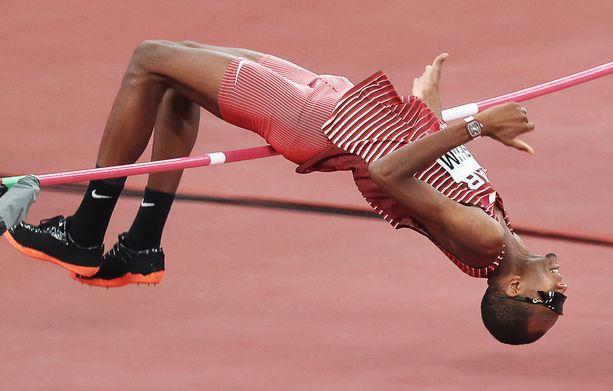 Mutaz Essa Barshim voitti sunnuntaina Tokiossa olympiakultaa arvokello ranteessa.