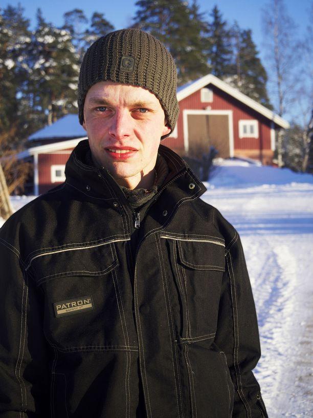 26-vuotias Ilmari viljelee muun muassa sokerijuurikasta Nousiaisissa.