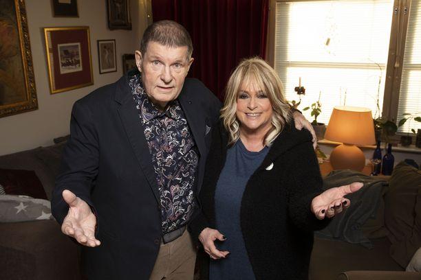 Fredi ja Marion lähtevät yhdessä kiertueelle.