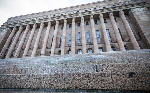 IL:n oma ennuste paikkajaosta: Näin valta jakautuu eduskunnassa - SDP ja kokoomus yhtä suuria, PS kolmas