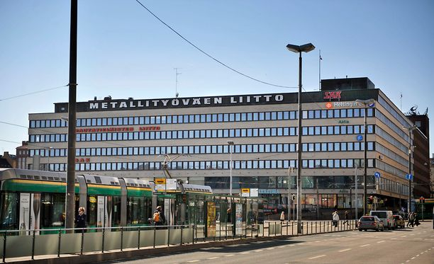 Lännen Median mukaan keskusjärjestöjen ja suurimpien ammattiliittojen johtotasoilla käydään parhaillaan neuvotteluita. Kuvassa SAK:n päärakennus Hakaniemessä.