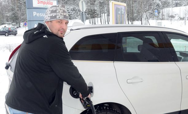 Jyrki Vuoriahon auton tankkiin menee kerralla sata litraa dieseliä, mikä maksaa nykyhinnoilla lähemmäs 160 euroa.