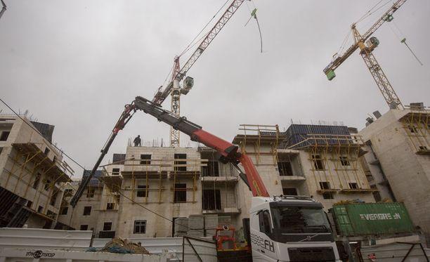 Israel ilmoitti sunnuntaina aikovansa rakentaa lähes 600 asuintaloa Itä-Jerusalemiin.