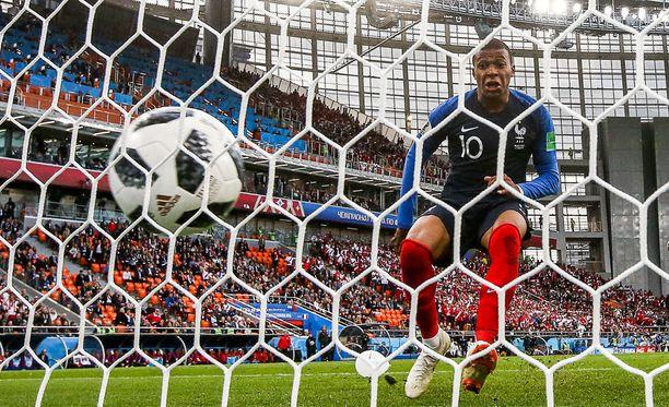 Kylian Mbappé, Ranskan teini-ikäinen tähti, teki joukkueelleen maalin historiallisen nuorena.