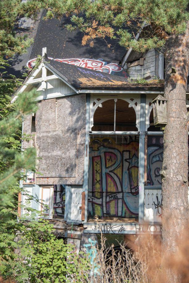 Ilkivallan uhriksi joutunut Villa Hällebo yksi Kruununvuoren alueen harvinaisista huviloista, jonka voi pelastaa.