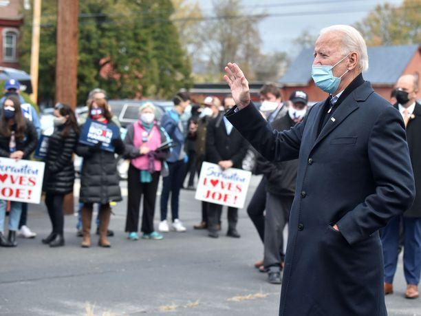 Joe Biden esiintyi vaalipäivänä luottavaisena.