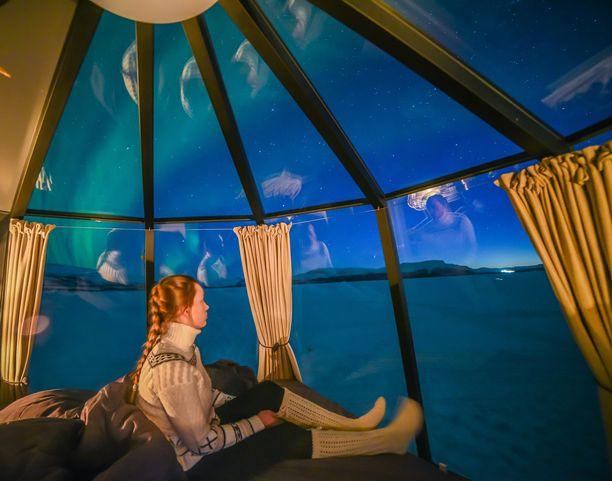 Lasikattoiset iglut ovat yksi niistä tärpeistä, jotka tuovat revontulituristeja Suomeen. Korona katkaisi tämän matkailijavirran.
