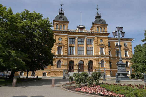 Oulun kaupunginvaltuutettu Junes Lokka julkaisi tekstin, vaikka tiesi sen kirjoittajan saaneen tuomion kiihottamisesta kansanryhmää vastaan.