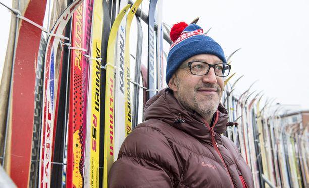 Iltalehden MM-hiihtokommentaattori Silvano Barco antaa tunnustusta ampumahiihdolle.