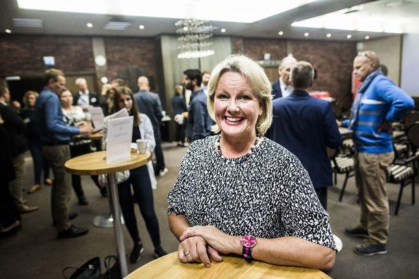 Paula Parviainen on Suomen suurlähettiläs Singaporessa.