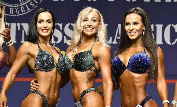 Emma Järvelä (kesk.) vei voiton wellness fitnessin pidemmässä sarjassa.