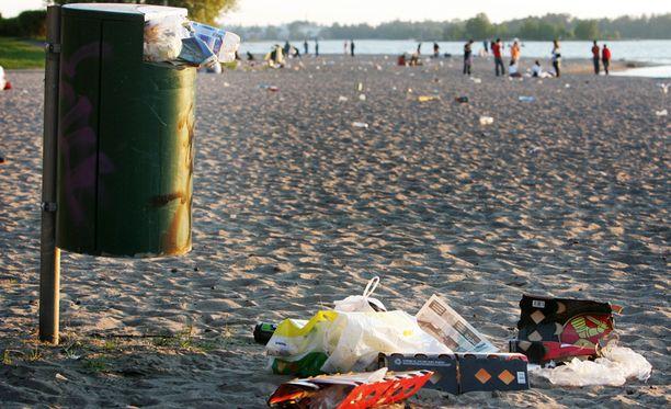 Hietaniemen uimaranta Helsingissä on suosittu kohde kesäisin.